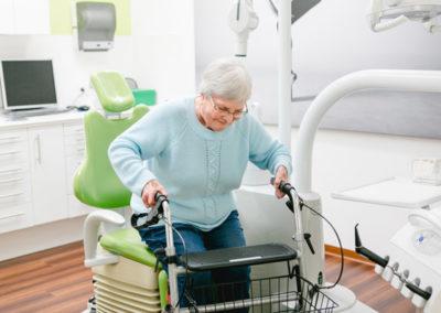 Behindertengerechter Behandlungstuhl